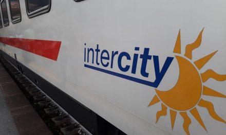 Circolazione dei treni bloccata per guasto elettrico alla stazione di Napoli: ritardi di oltre 180 minuti, disagi in tutte le stazioni