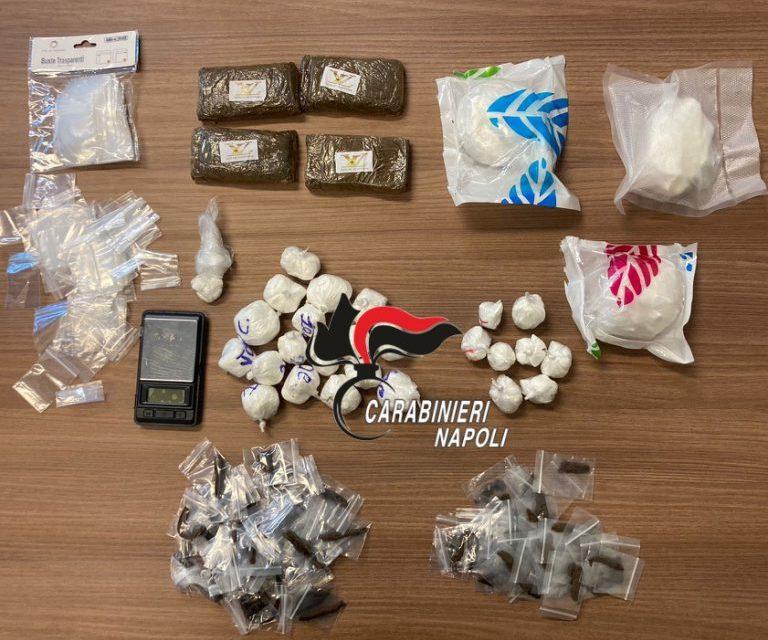 Giugliano. I carabinieri hanno trovato in un'abitazione un chilo di sostanze tra hashish e cocaina: arrestato uomo